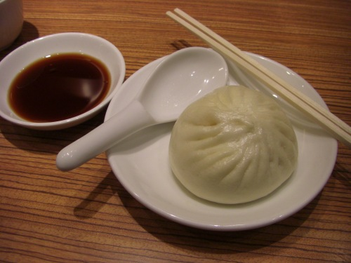 Nikuman (肉 包): Steamed bread bun filled with pork. Also called ...